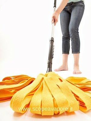 Lavare i pavimenti senza scopa a vapore