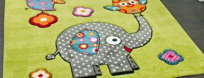 Con la scopa a vapore puoi rinfrescare anche i tappeti dei bambini